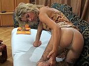 Annabel wearing pantyhose on video